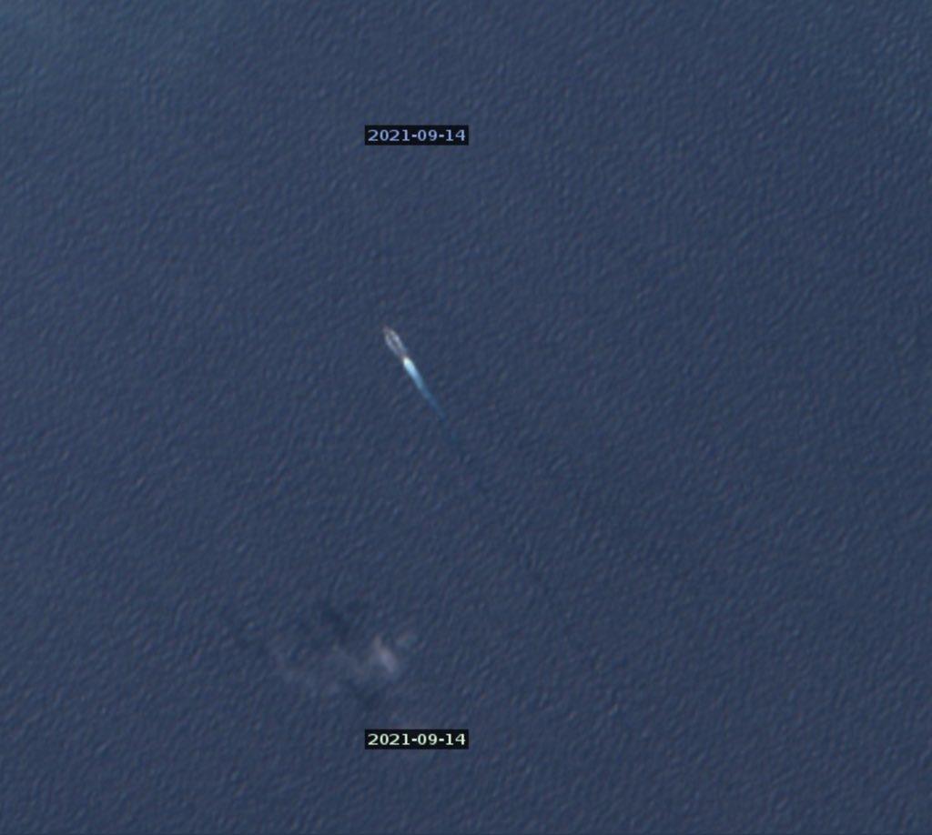 Спутниковый снимок китайского разведывательного корабля возвращающегося на базу после того, как АУГ `Карла Винсона` ушла на юг.