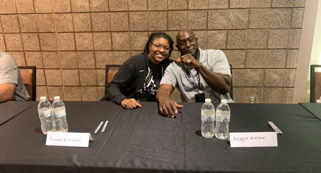 Autograph session with 2x Super Bowl Champ, Reggie Kinlaw for the @LVAces @Raiders Alumni event. #ALLIN