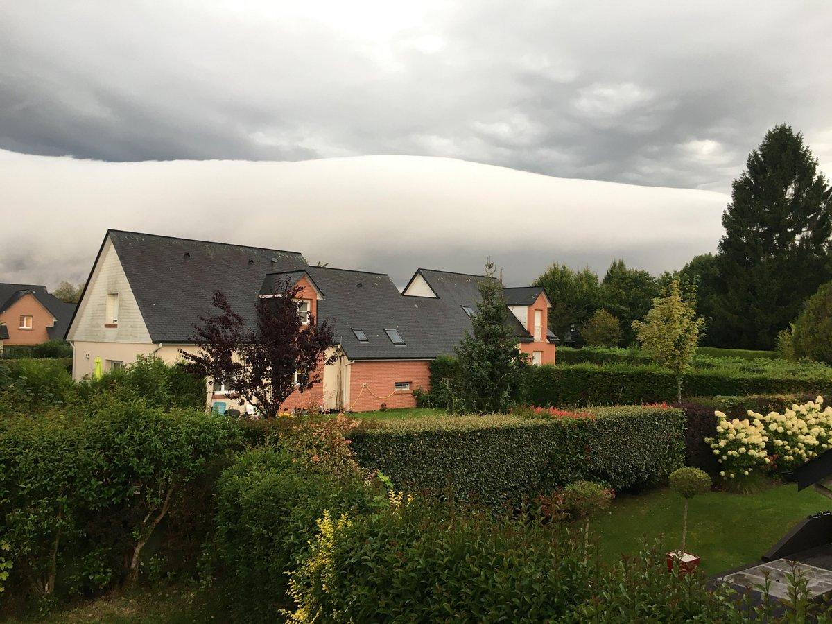 #Arcus photographié vers 8h, sur le plateau nord de #Rouen à Bois Guillaume (76). Photo par Alertes Meteo Normandie. #orages #keraunos