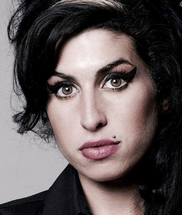 @retrochenta's photo on Amy Winehouse