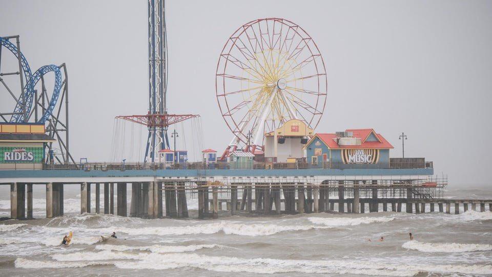अमेरिका में निकोलस तूफान की तीव्रता कम हुई
