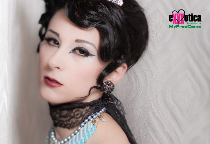 Shana Vaughan Gabor Burlesque @shanaofthenight performing on the main stage sponsored by @chaturbate
