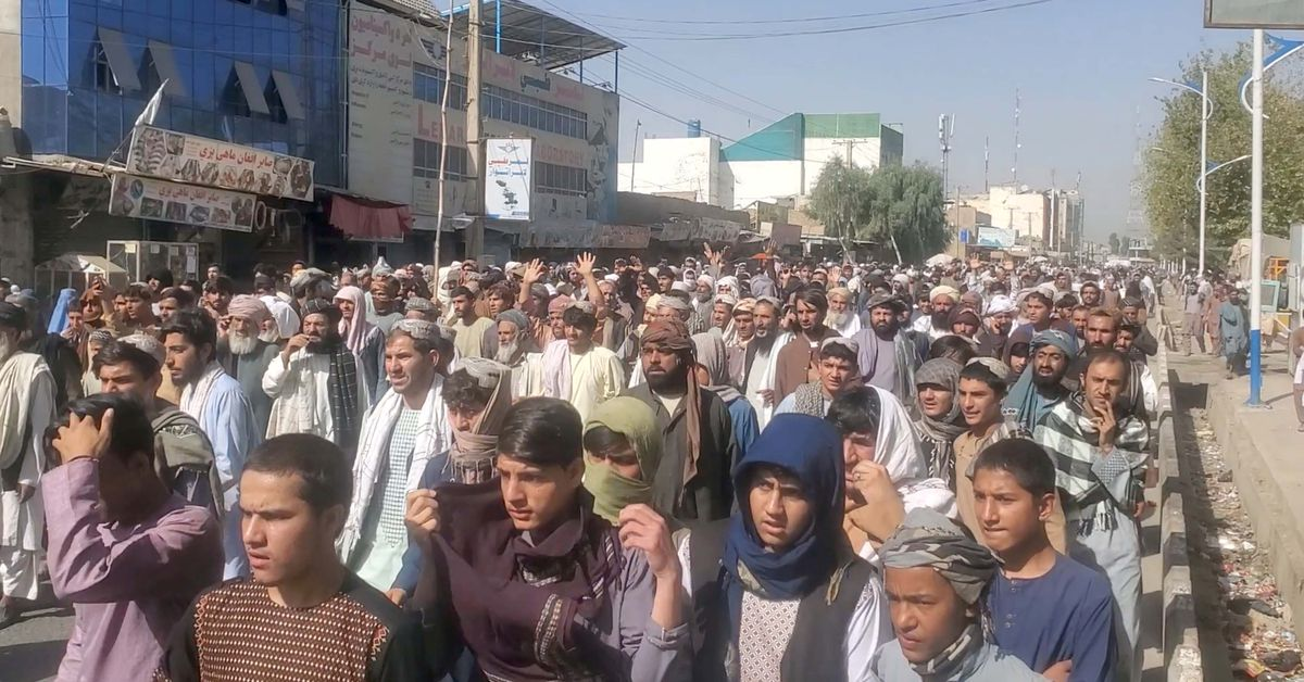 Thousands protest against Taliban in Kandahar over evictions