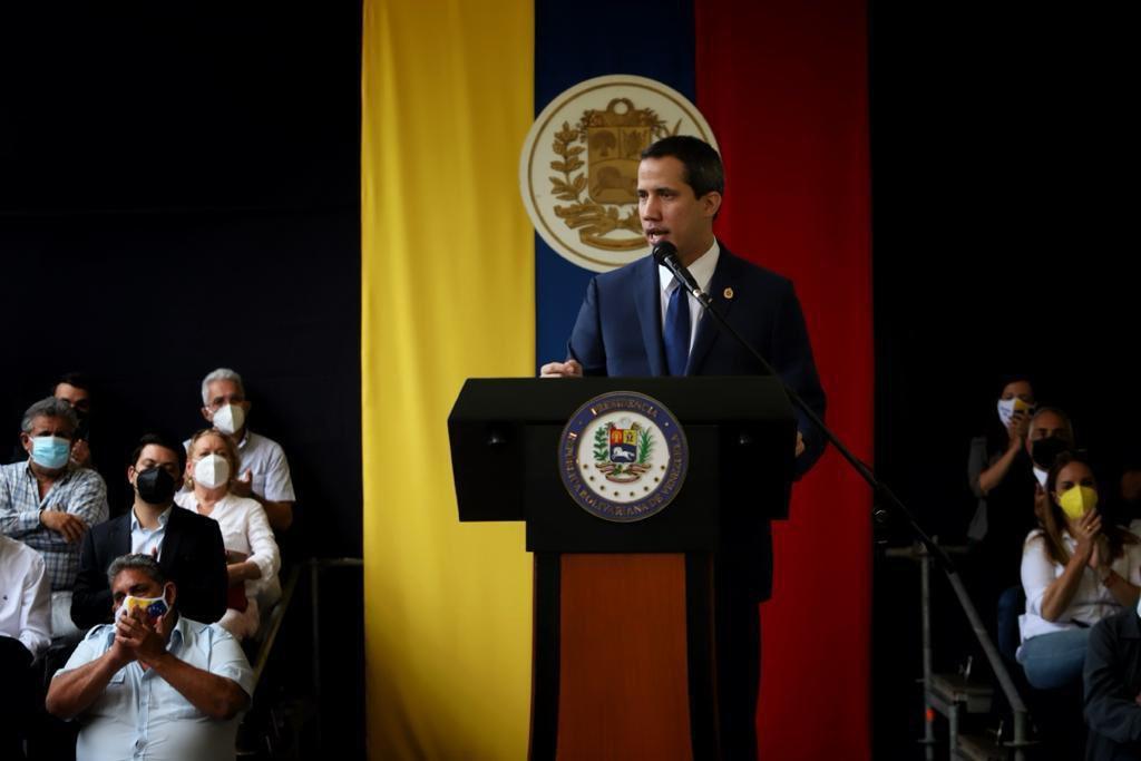 Abren investigación contra Juan Guaidó por caso Monómeros