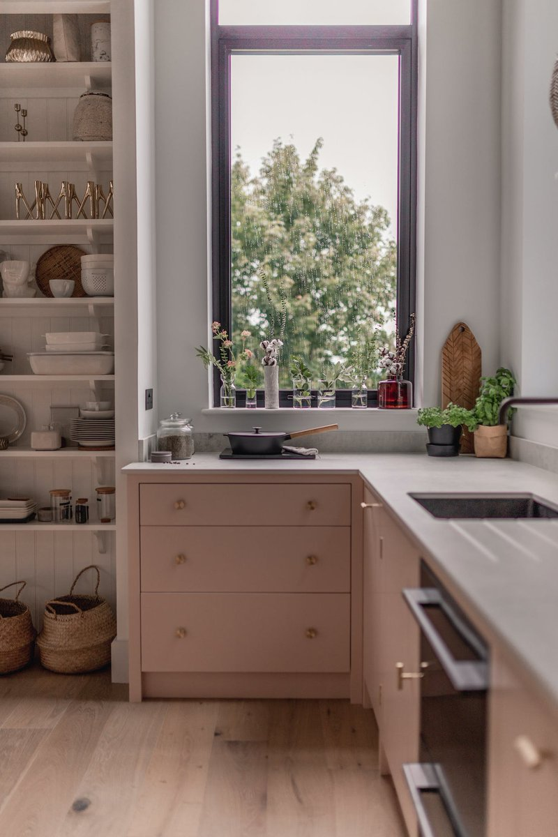 Earlier in the year we caught with up with Susanna Hawkins of bit.ly/Shnordic about her kitchen renovation. Discover how @Dekton helped to bring her dream scandi inspired design to life bit.ly/SHnordicRenova…