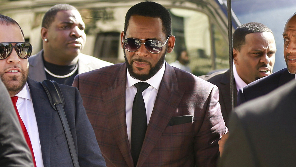 R Kelly trial: Prosecutors request to play tape of singer allegedly threatening his victims