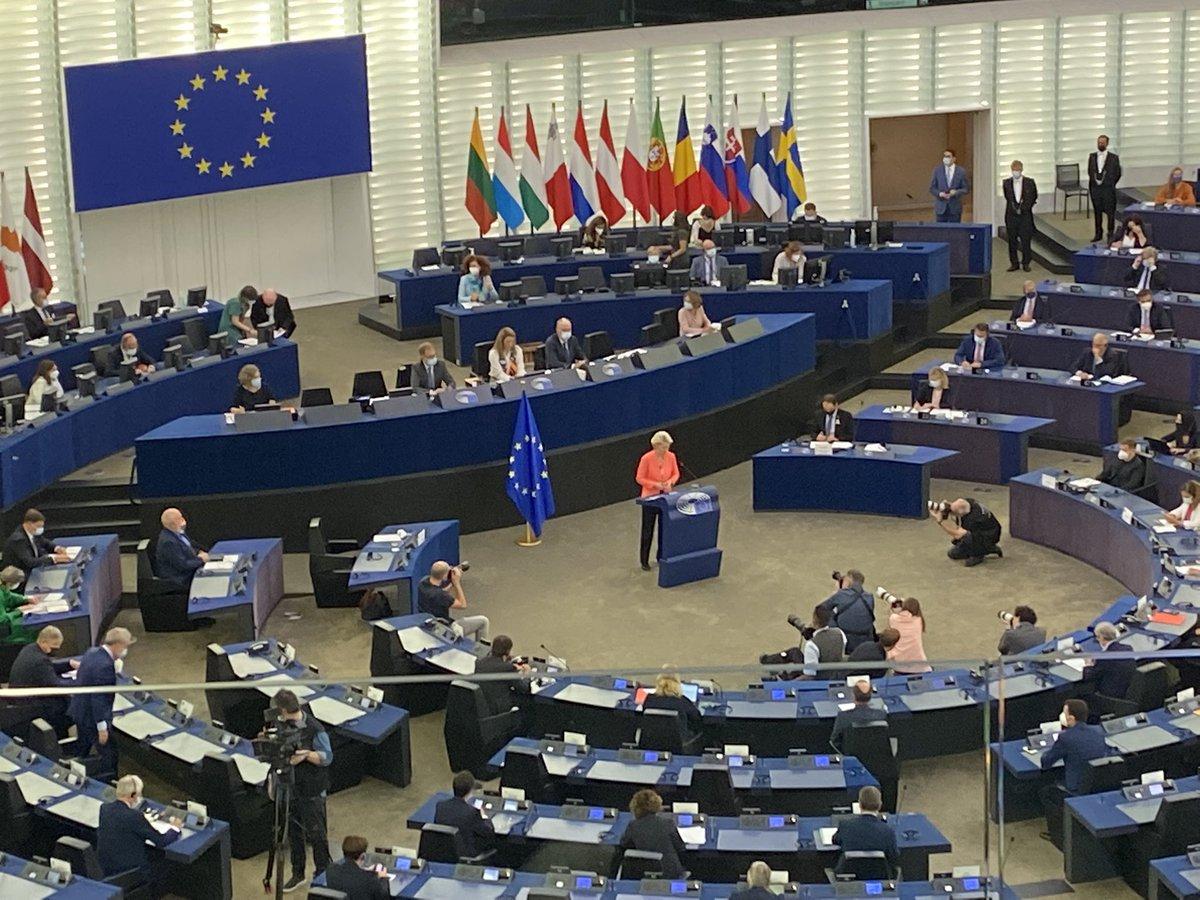 """RT @a_gellinek: """"We did a lot of things right!"""",  sagt Ursula von der Leyen über den europäischen Kampf gegen Corona. Wie erwartet- null Se…"""
