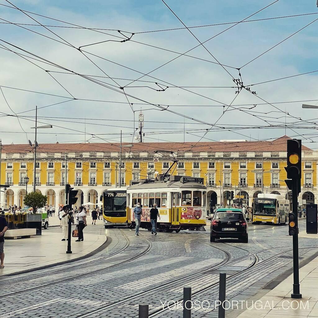test ツイッターメディア - リスボンのコメルシオ広場。ベレン方面にはここから路面電車15番で。 #ポルトガル #リスボン #路面電車 https://t.co/eoN6oiWtNM