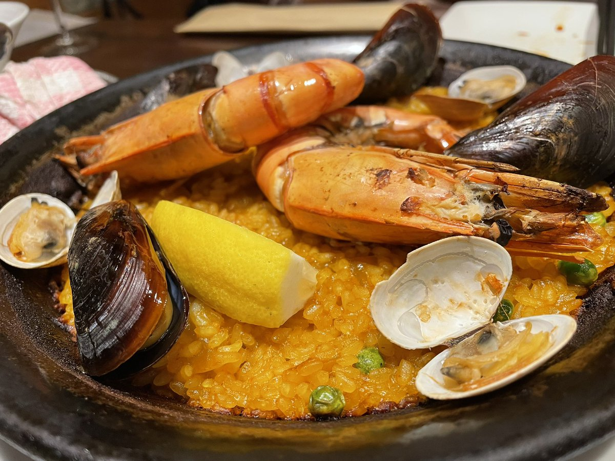 今日は夫婦で久しぶりの外食。野毛は大好きな街。川沿いの素敵なスペイン料理のお店を発見。パエリアがめっちゃ美味しい。モヒートに至っては何杯でも飲めちゃいそう。改めて、詳しくレビューします。本格スペイン料理&ステーキハウス CASA DEL RIO