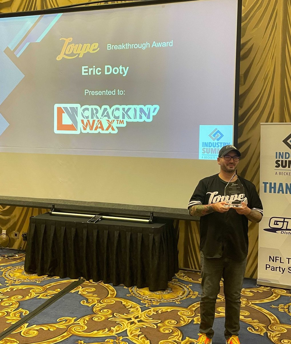 Thank you so much @beckettmedia for the opportunity to award the first @LoupeTheApp Breakthrough Award to @CrackinWax! We're excited to contribute $5000 in his name during our November Loupe Charity Week where all proceeds will be split between @ViolenceFreeMN and @MarlinsImpact.