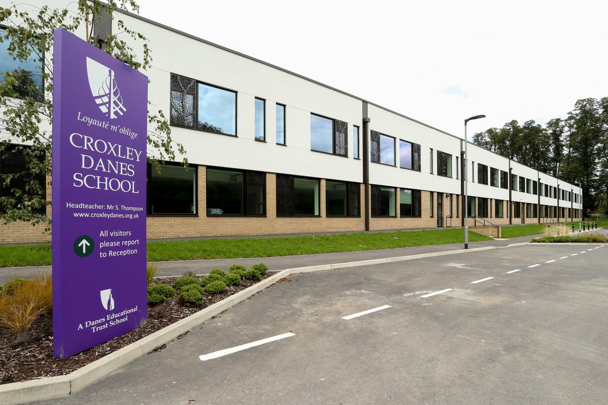 We have a new opening for a Science Technician at @croxleydanes This is a great opportunity to work in new science labs in an extremely well resourced school.  For more information see the link below. https://t.co/jgFC8OCL2f https://t.co/Rt0KI0GciD