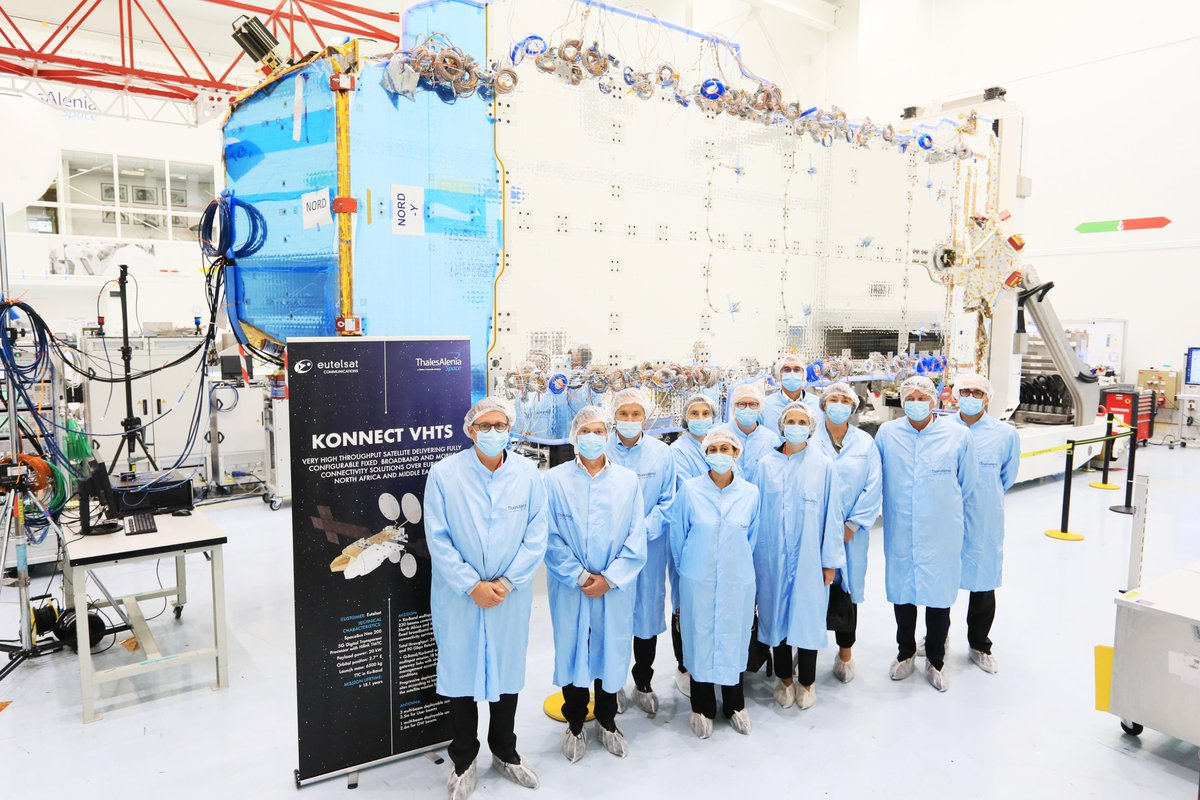 Members of @Eutelsat_SA' executive committee visiting @Thales_Alenia_S' clean rooms to see EUTELSAT KONNECT VHTS #satellite 🛰️ #broadband #connectivity #digitaldivide https://t.co/eRve6nTJ9T