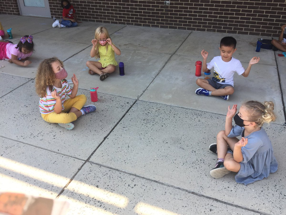 Kindergartners decided to try meditating during snack today. So cute! <a target='_blank' href='http://twitter.com/glebepta'>@glebepta</a> <a target='_blank' href='http://twitter.com/APSVirginia'>@APSVirginia</a> <a target='_blank' href='http://search.twitter.com/search?q=GlebeEagles'><a target='_blank' href='https://twitter.com/hashtag/GlebeEagles?src=hash'>#GlebeEagles</a></a> <a target='_blank' href='https://t.co/kJ8V2C6bZu'>https://t.co/kJ8V2C6bZu</a>