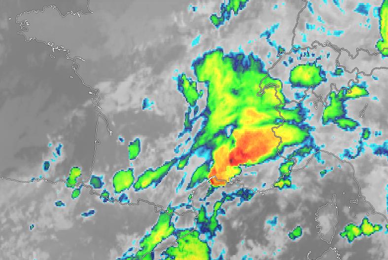 Un système orageux très pluvieux et peu mobile concerne le #Vaucluse. Sommets pénétrants pointés à -70°C entre Orange et Avignon sur l'image satellite thermique. #orage