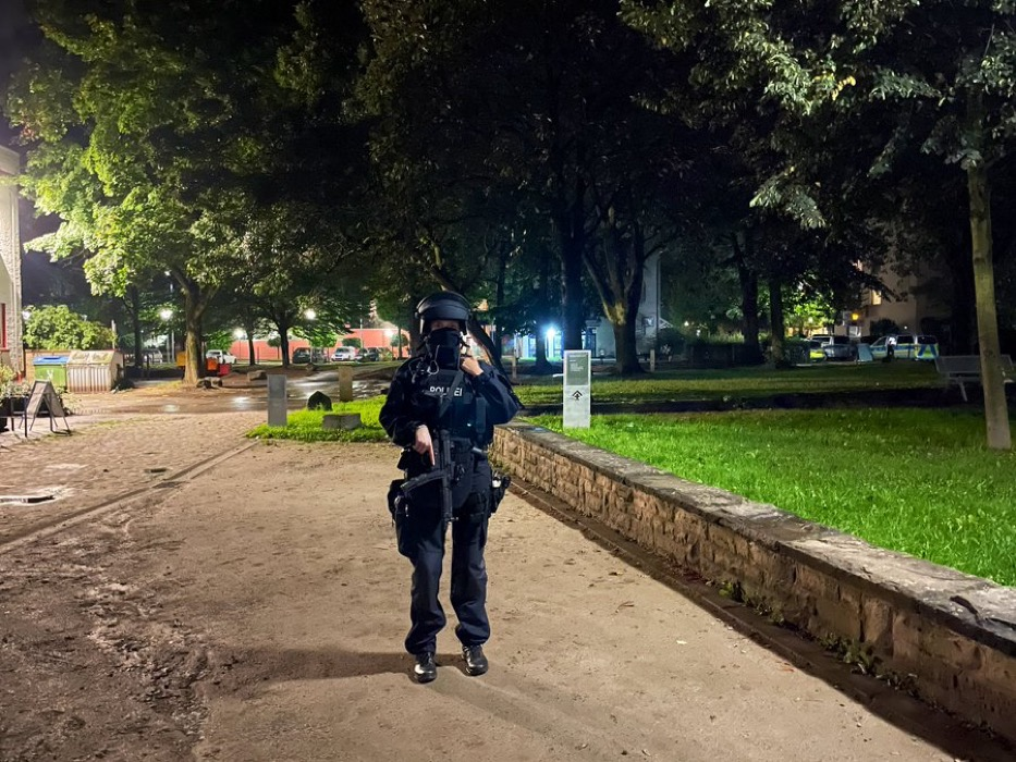 Yom Kippur possible attack in Germany - police in Hagen have confirmed a situation is occurring at a syngogue. It is being reported nearly 100 officers are on the scene, all heavily armed for a possible attack.