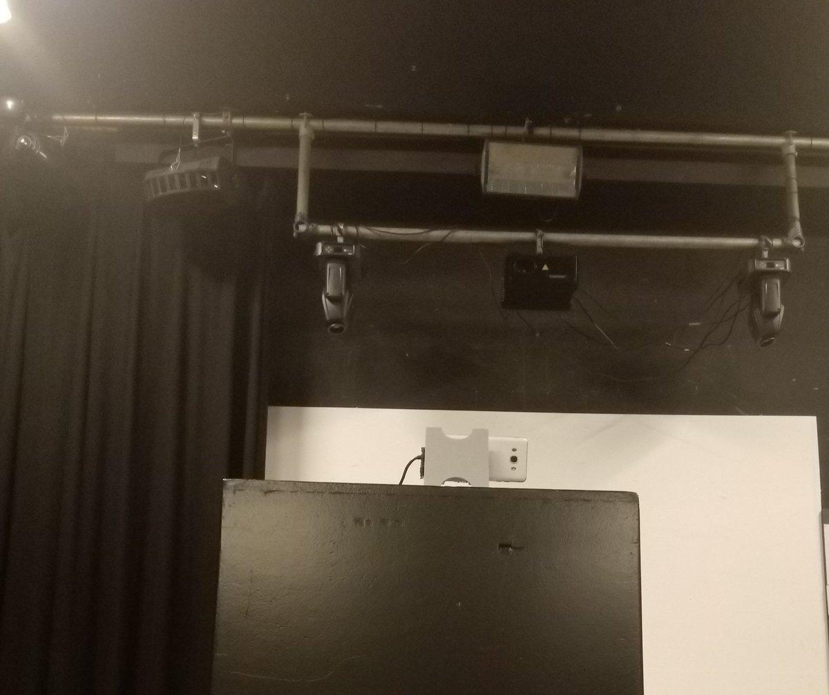 test Twitter Media - Vanavond zelfs een zoomverbinding aangelegd, zodat de koorleden die wegens omstandigheden niet live mee kunnen repeteren, toch de oefenavond vanuit huis konden bijwonen! #popinkoor #zingen #zingenineenkoor #thecube #nieuweledenwelkom https://t.co/CNe9sqiUIO