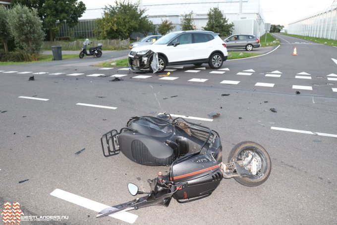 Scooterrijder gewond na ongeluk Zwethlaan https://t.co/Zhoz4mQsFv https://t.co/Vm7IFiZX5R