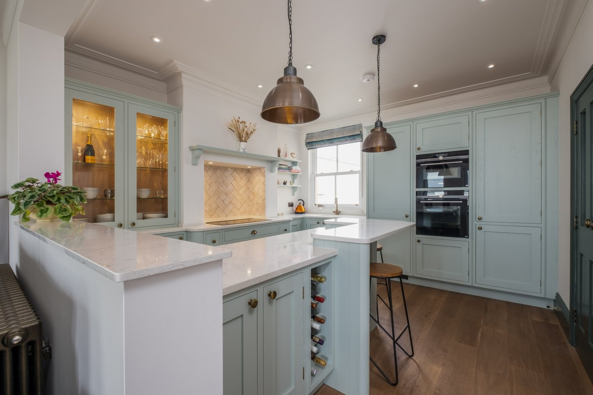 Plenty of cupboard space, a breakfast bar and wine storage - what more do you need in the kitchen?! Thank you to @ColliersUK for sharing this wonderful kitchen painted in @LittleGreene's 'Aquamarine Mid' and featuring Silestone White Arabesque