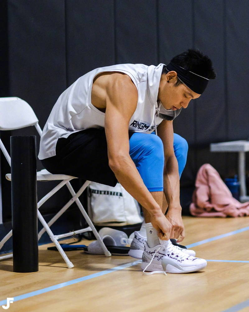 Jeremy Lin back to 🏀🇨🇳🙏