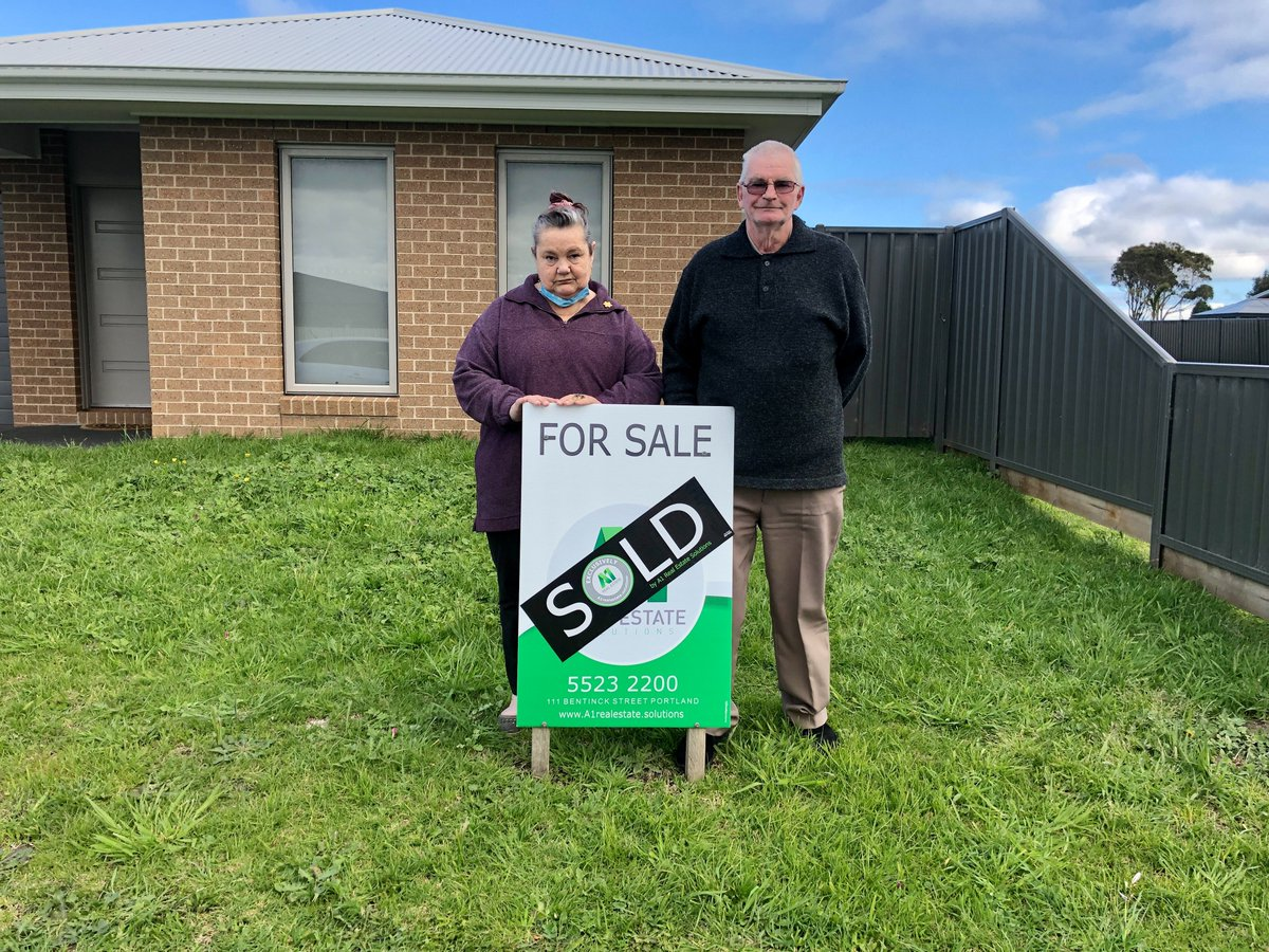 Congratulations to Rhonda and Ian on the purchase of their new home! We wish you all the best 💚 https://t.co/fdwQVq3SmT