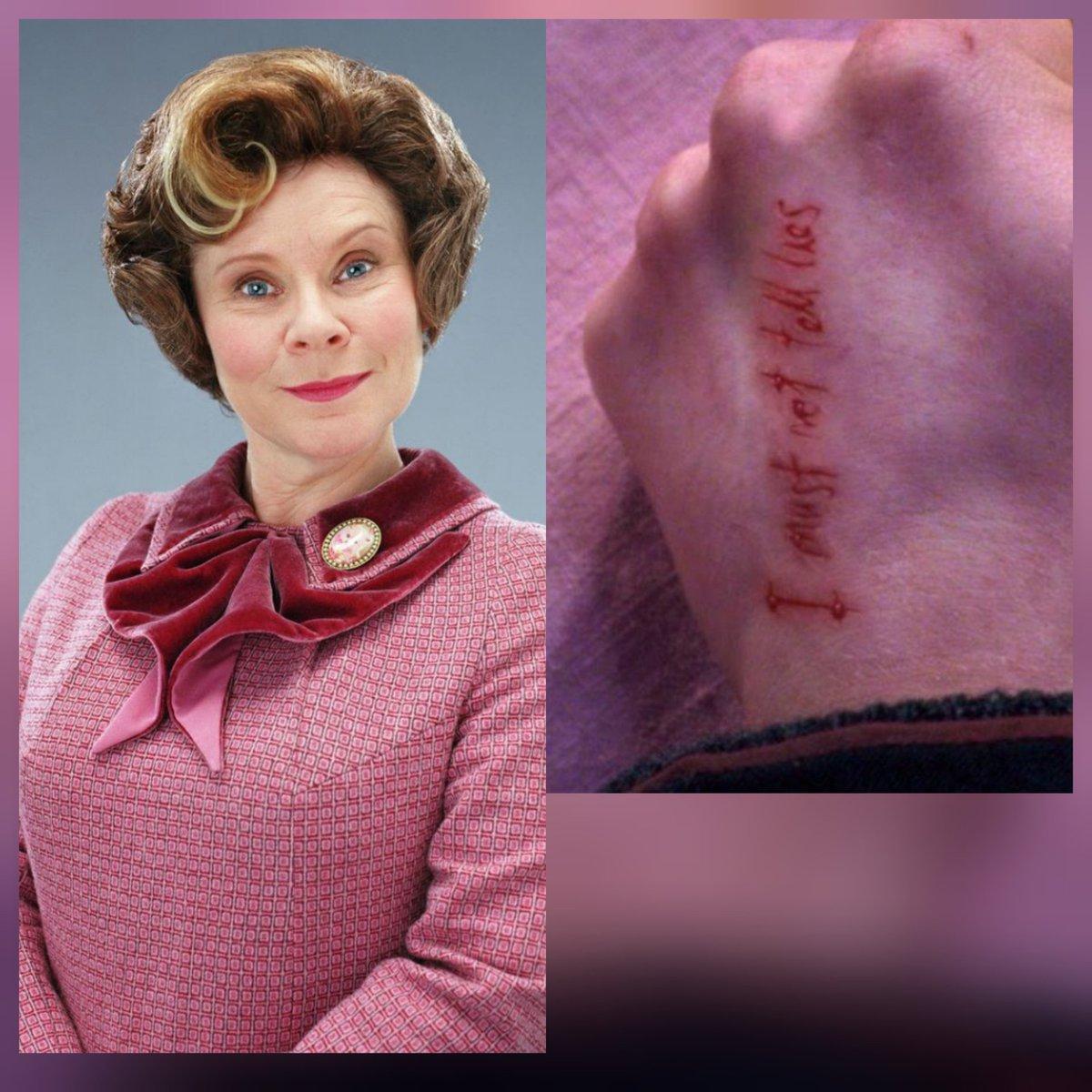 Umbridge yalnızca en kötü Potter karakterlerinden biri değil, Lord Voldemort dışında Harry üzerinde kalıcı bir fiziksel iz bırakan tek kişidir. Bu karakteri sevmeyen kaç kişi ? #gelecek_postasi__