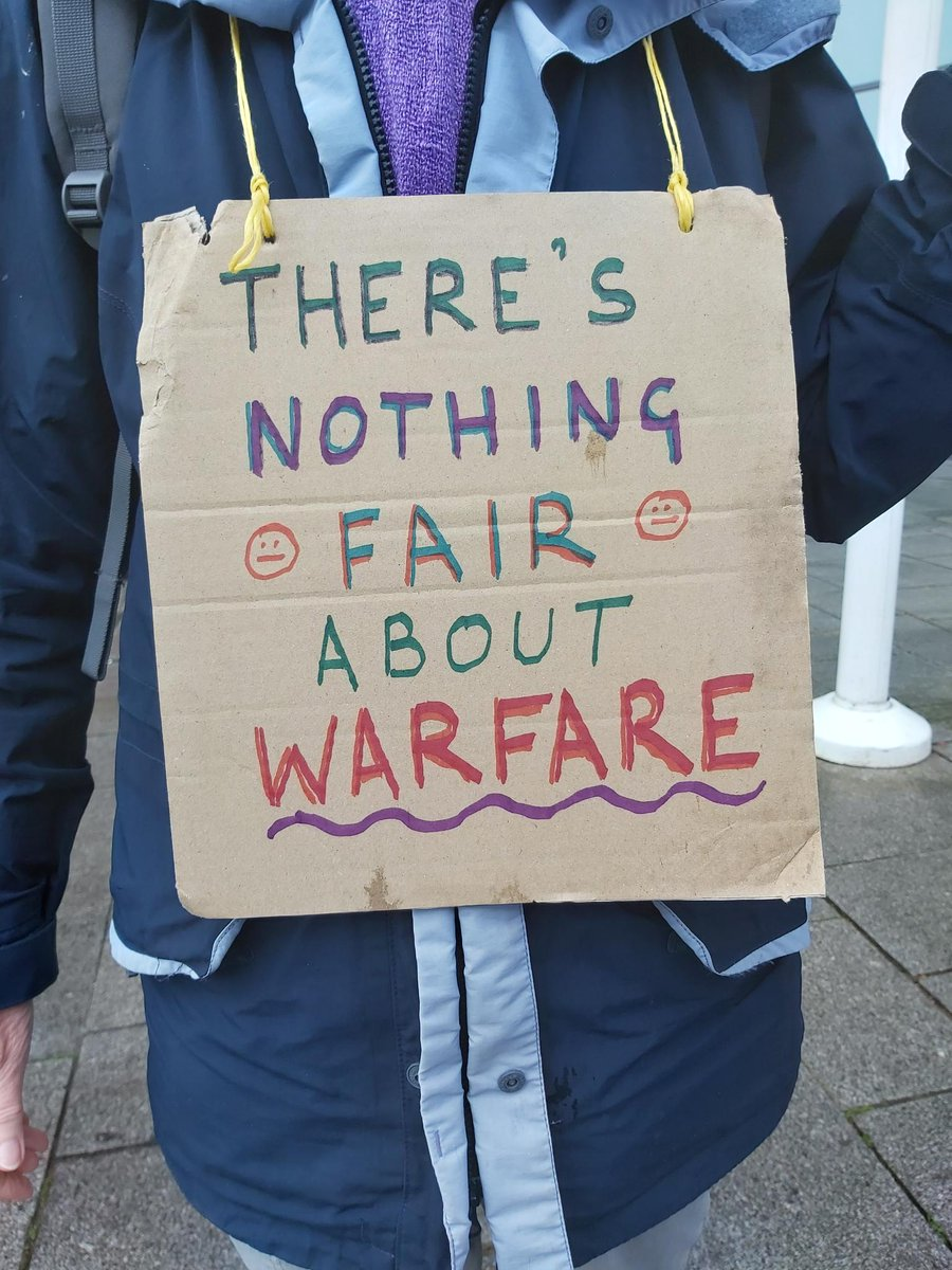 Sharing some more impressions from the DSEI arms fair protests from our head of peace programme Atiaf Alwazir who joined the protests in London:   #StopDSEI #DSEI2021 #StopFuellingWar #ArmsFair #peace #DSEI #QuakersForPeace