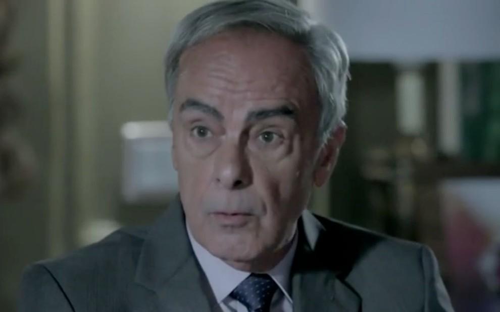 #Império: Quem é Merival? Advogado entra na mira de José Alfredo após pista suspeita > https://t.co/ooXZddyctG https://t.co/jlPhDJsLla