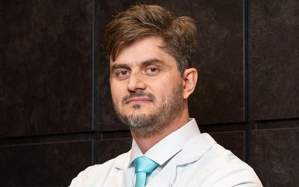 Marcos Harter é acusado de agredir paciente com complicações após plástica > https://t.co/GfLrFcMbIU https://t.co/AOFlyQmsHG
