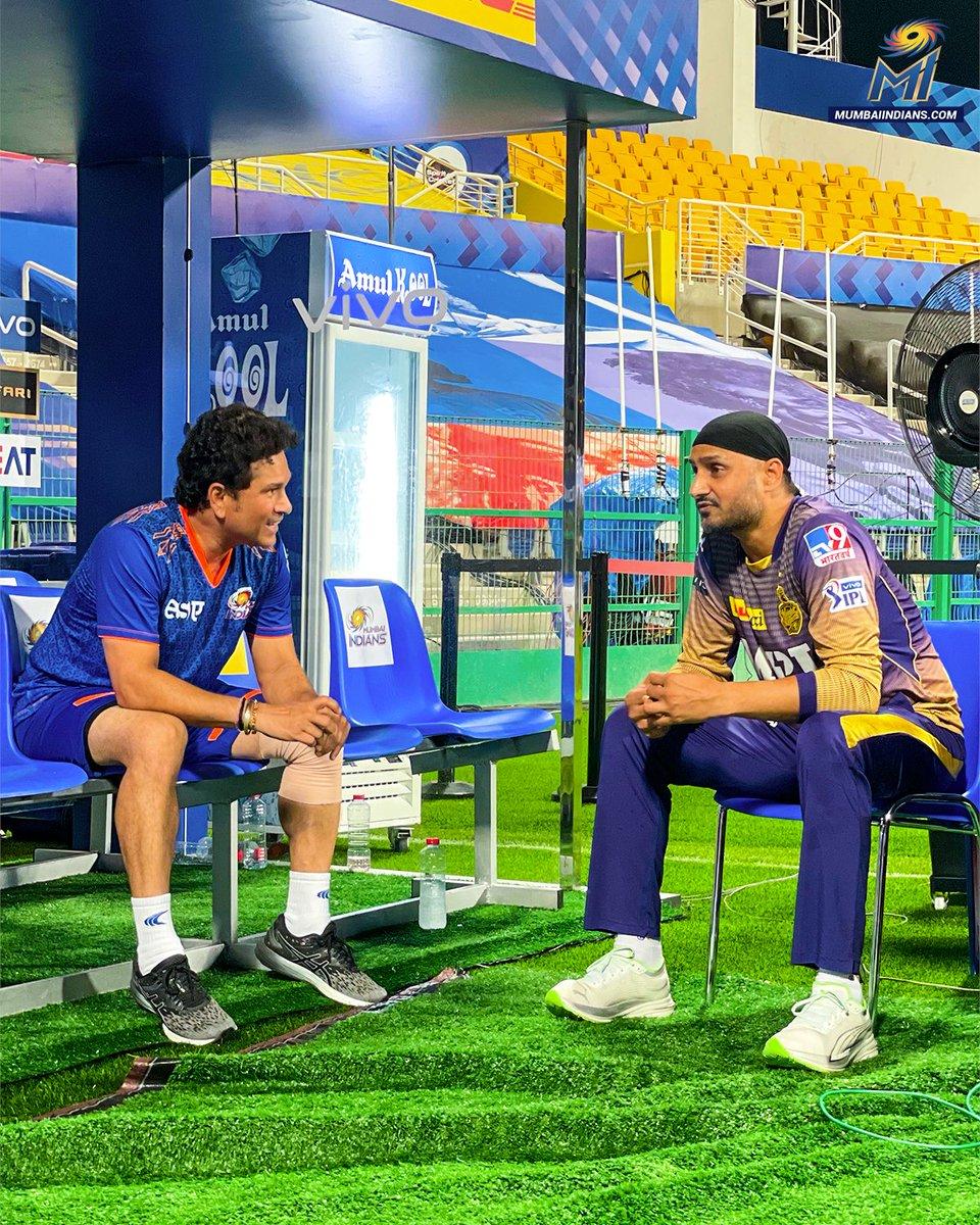 Two many legends in one picture!  #OneFamily #MumbaiIndians #IPL2021 #MIvKKR @sachin_rt @harbhajan_singh https://t.co/9p6gKFTUxU