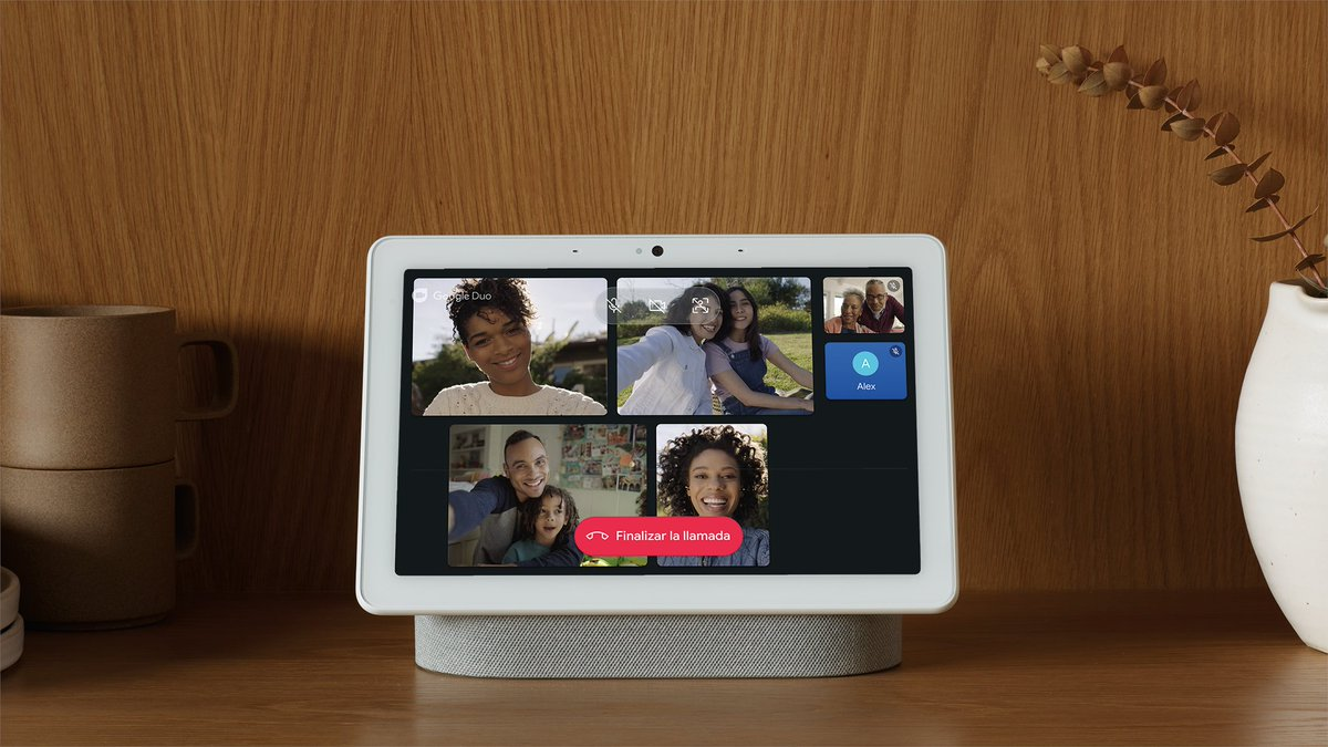 Google's Nest Hub and Nest Hub Max can now show visual responses and the UI in Spanish