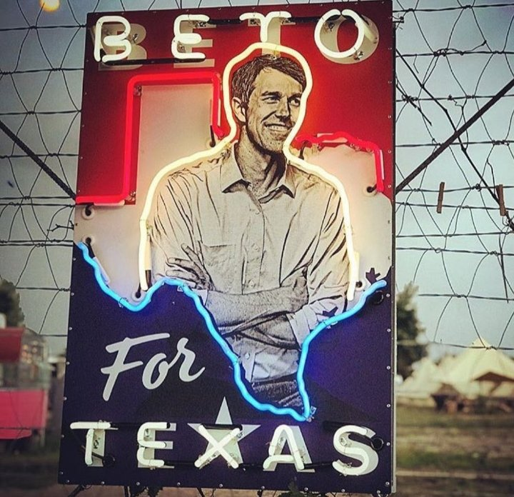 #Resisters A Resister Sister needs a TEXAS SIZE BOOST PARTY 🥳👑🥳👑🥳👑🥳👑🥳👑🥳👑🥳  Please FOLLOW this Texas Go getter then RETWEET 👇🏽👇🏽👇🏽 @sela0618  Let's Goooooo 🤘🏽🤘🏽🤘🏽🤘🏽  #TurnTexasBlue https://t.co/xRUabJsdXo