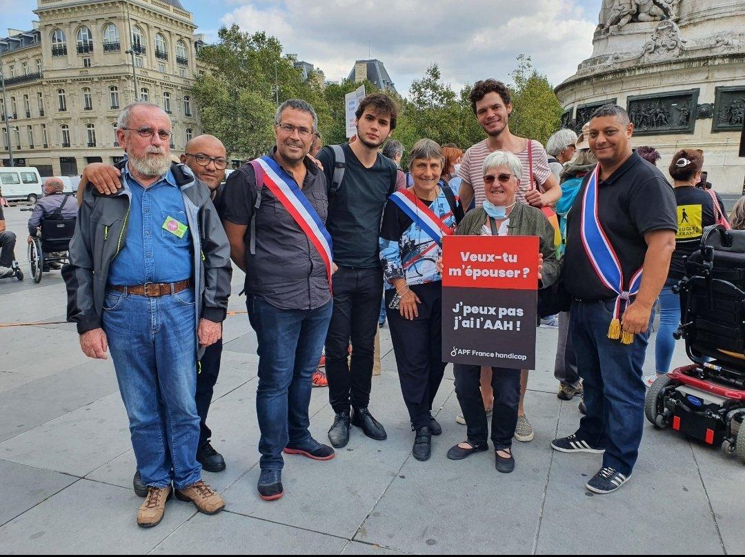 Merci pour cette mobilisation aujourd'hui à Paris !  Vous pouvez compter sur @PoncetRaymonde et l'ensemble des sénateurs et sénatrices écologistes pour voter en faveur de la déconjugalisation de l'#AAH le 12 octobre 🗳️ https://t.co/KgfrA3eKXk