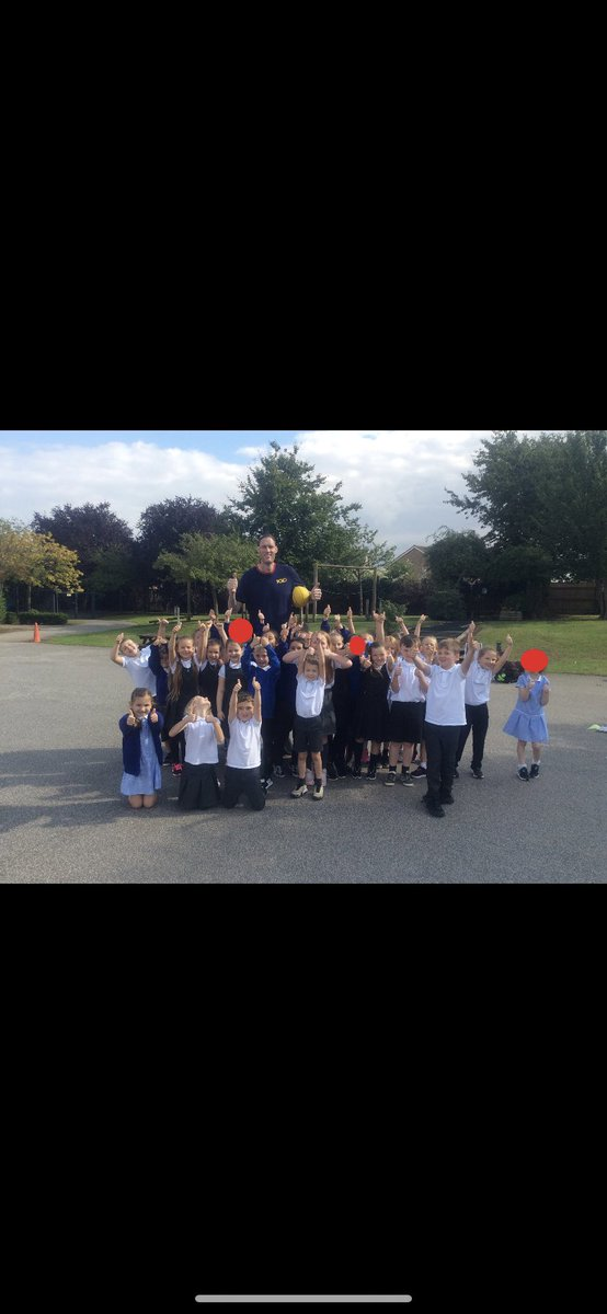 The children had a blast today with Paul Sturgess! They learnt lots of new basketball tricks 🏀 @DeltaWybersWood https://t.co/ADJKBECaBe