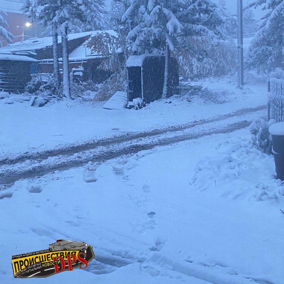 Comme en Laponie ces derniers jours, la #neige marque le début de la saison froide en Sibérie orientale, comme ici à Aldan.