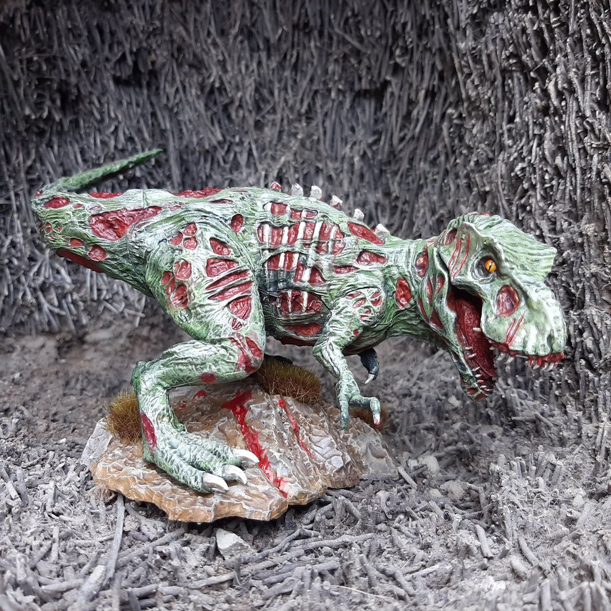 Tyrannosaurus Zombie  #dnd5e #dungeonsanddragonsmini #zombietrex #tombofannihilation #galeforcenine #galeforce9 https://t.co/eFCTkriZTC