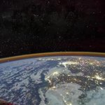 "Image for the Tweet beginning: 【中國航天員天宮旅行圖鑒】9月17日,神舟十二號飛船在地球""靠岸"",聶海勝、劉伯明、湯洪波3名航天員結束了90余天的天宮""出差""之旅,回到了祖國的懷抱。一組圖帶你回顧航天員們從""訂位""、行前準備、太空中的吃住行的太空""旅行""經歷。"