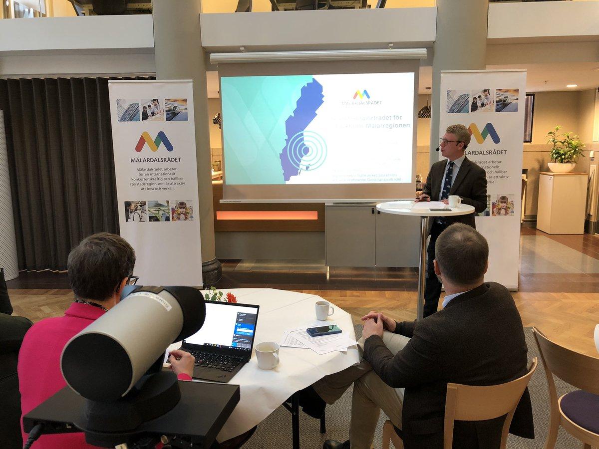 I @Trafikverket och #EnBättreSits #Godstransportråd samlas politik, akademi och näringsliv för att ge Stockholm-Mälarregionen mer hållbara och effektiva godstransporter. Idag möte för diskussioner om #elektrifiering 💡och #ModaltSkifte📦. #infrapol https://t.co/lfyXse0a17 https://t.co/ROZ2Qo1DWP