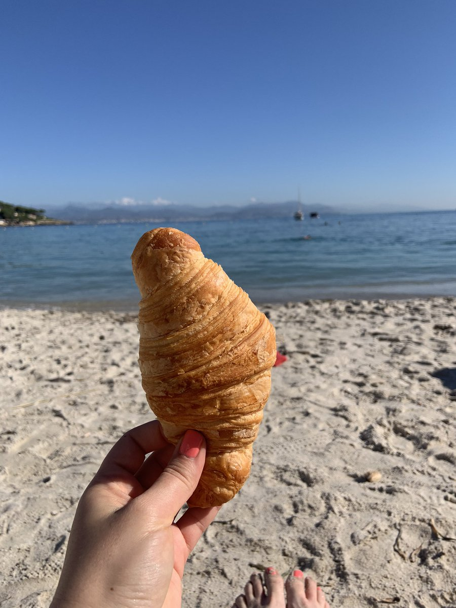 Back on my beloved Mediterranean and feeling whole again (and full, too) 🏖🥐