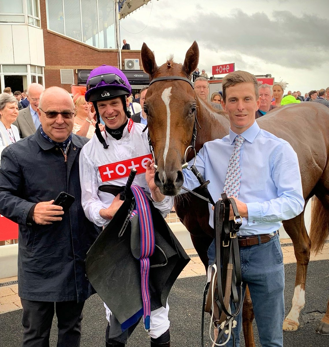 Scintillating 💥!! STRAITS OF MOYLE streaks clear of his field @ayrracecourse ⚪🟣. Brilliant team effort to get this boy to where he is now 👏! Many congratulations to owners @CoolSilkRacing, jockey @bazmchugh, and winning groom @E_Cagney ⭐⭐⭐  #WINNER  #theonlywayisup