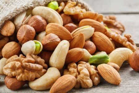 المكسرات هي واحدة من أصح الوجبات الخفيفة التي يمكنك تناولها، لأنها تحتوي على مجموعة واسعة من العناصر الغذائية الأساسية وتقدم العديد من الفوائد الصحية.
