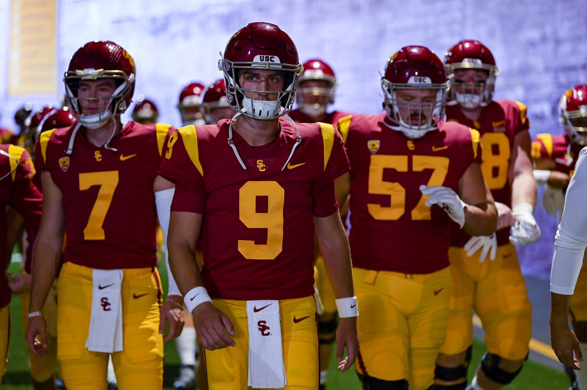 Let's cheer on @USC_FB as they take on the Cougars at 12:30pm tomorrow. #FightOn