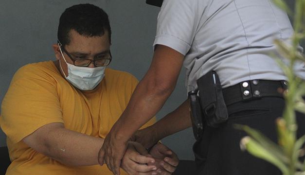 Roberto Silva a juicio por agresiones contra Schafik Handal