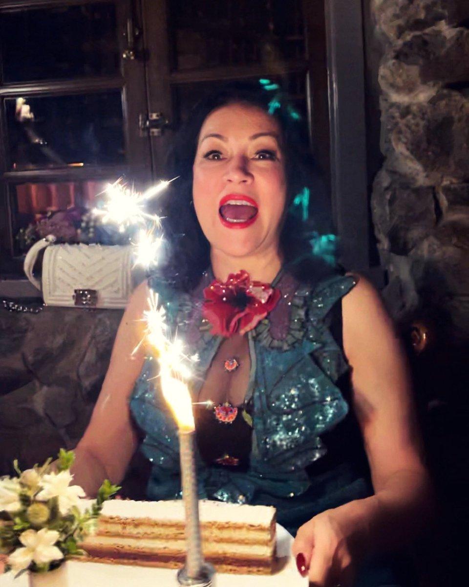 @JenniferTilly's photo on Carmella