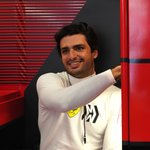 Image for the Tweet beginning: Big @CarlosSainz55-sized smiles 😁  #essereFerrari 🔴