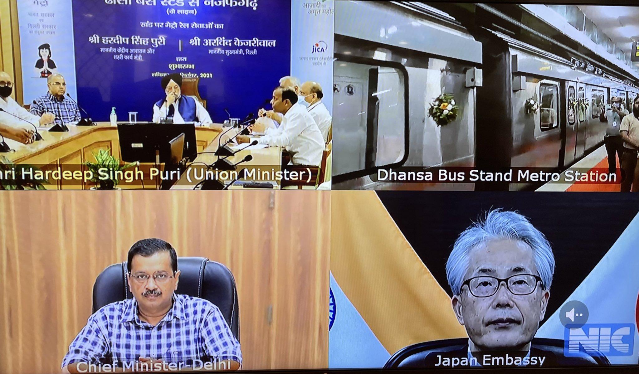 केंद्रीय मंत्री हरदीप सिंह पुरी और दिल्ली के मुख्यमंत्री केजरीवाल ने दिल्ली मेट्रो की ग्रे-लाइन पर नजफगढ़-ढांसा बस स्टैंड खंड का उद्घाटन किया