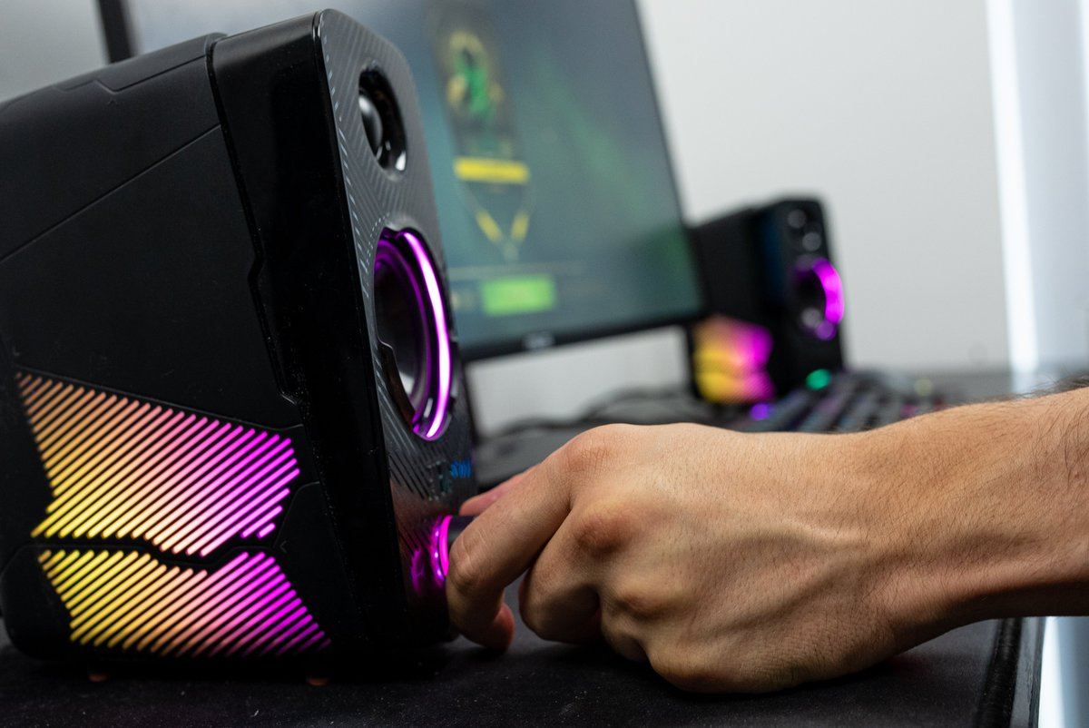 The RGB on our JBL Quantum DUOs is *Chefs kiss* 😍