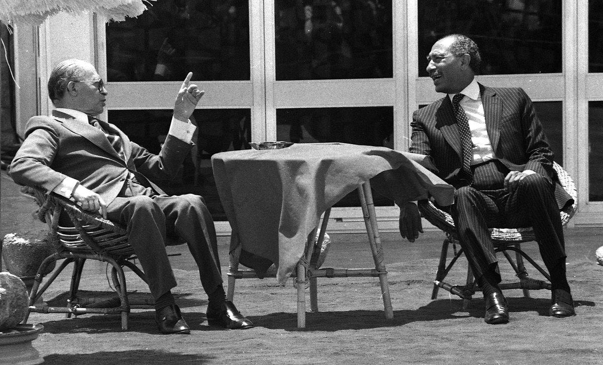 ٤٣ عاما على مفاوضات كامب ديفيد التي جمعت بين الرئيس ال انور السادات ورئيس