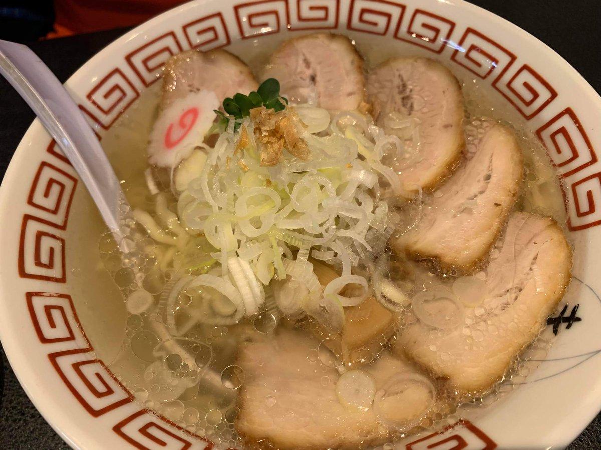透明すーぷ!🏖️透き通ったきれーなぷーるに。麺が泳いでおります🎵めちゃんこ美味しい!中華そば。🍜ごちそうさまでした🙇