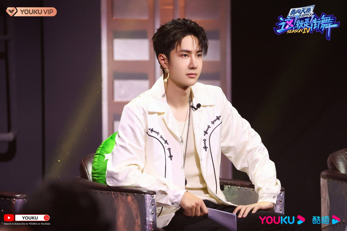 #StreetDanceofChinaS4 With a cool white jacket, Captain #WangYiBo releases the strong power of dance. Get ready! Team BOOM will hit the stage and blow your mind!  #YOUKU #优酷