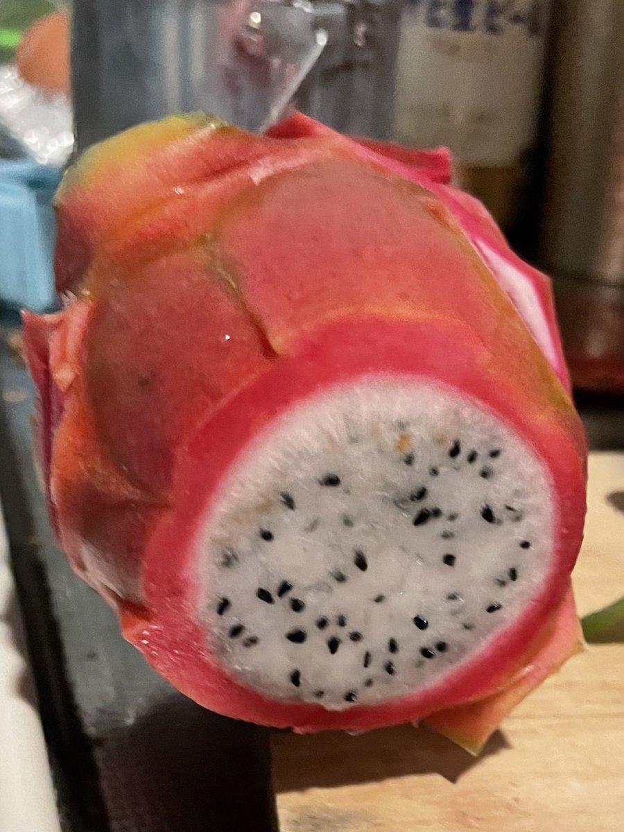 まるでマグロ!?ドラゴンフルーツの皮を茹でると驚きの美味しさに!
